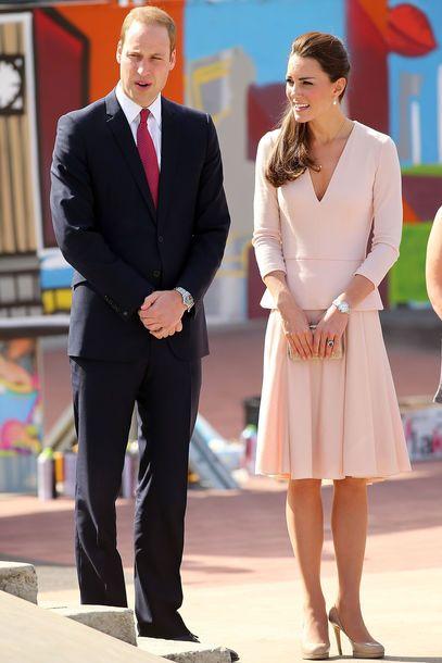 Rock und Blazer von Alexander McQueen schmückten die Prinzessin in Adelaide/Australien, Catherine, Duchess of Cambridge, Kate Middleton, prinz william