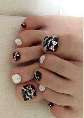 http://www.nailsdesigns.co.uk/nails-designs_089/