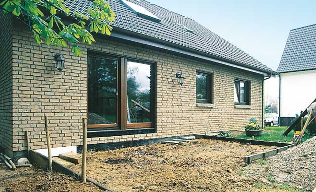 Die Fundamentplatte ist die Basis für Ihr Haus und sollte vom Statiker berechnet werden. Eine Bodenplatte fürs Gartenhaus können sie selbst gießen