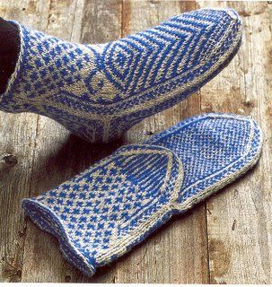 Scandinavian twined knitting. I would kill to be able to do this!