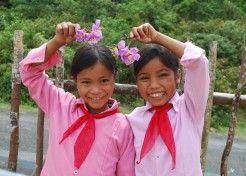 Jenter i skoleuniform
