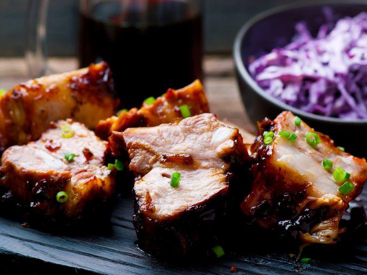 Ces côtes de porc délicieuses et tendres sont faibles en sucre mais riches en saveur.