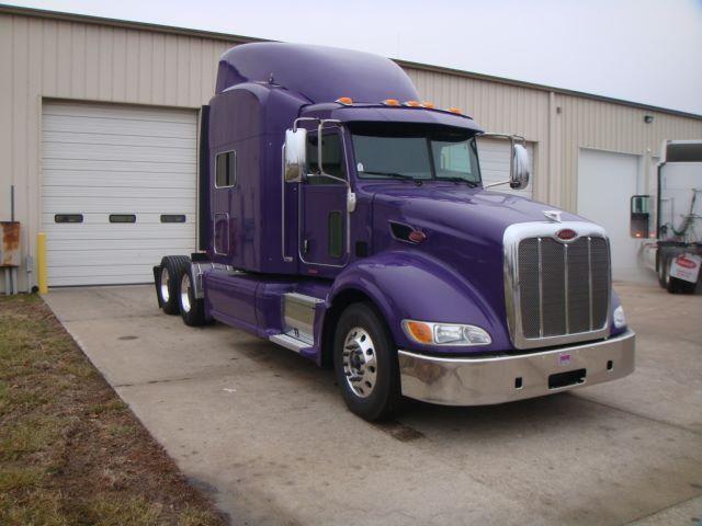 2013 PETERBILT 386 - Conventional Sleeper Truck in Kansas City