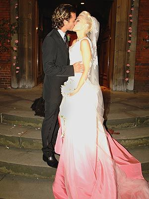 Gavin Rossdale and Gwen Stefani (in John Galliano for Dior wedding gown)