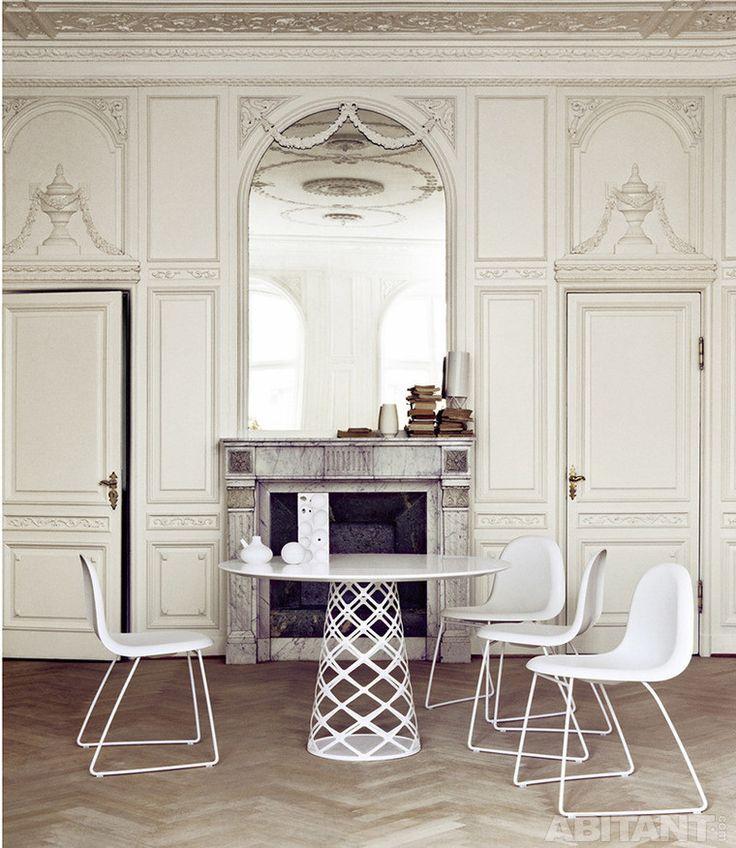 Небольшая столовая в парижских апартаментах