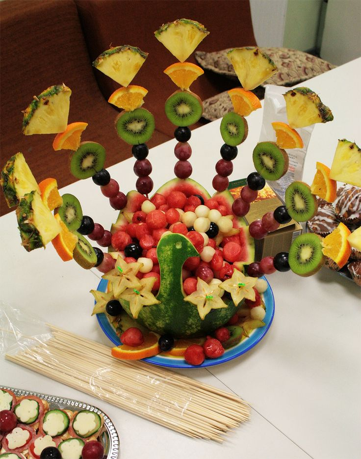 Here's another way to dress up your fruit.  A #Peacock #Fruit Platter!  Click here for some more creative meal ideas for the kitchen http://womanfreebies.com/featured/readyseteat/?fruitpeacock