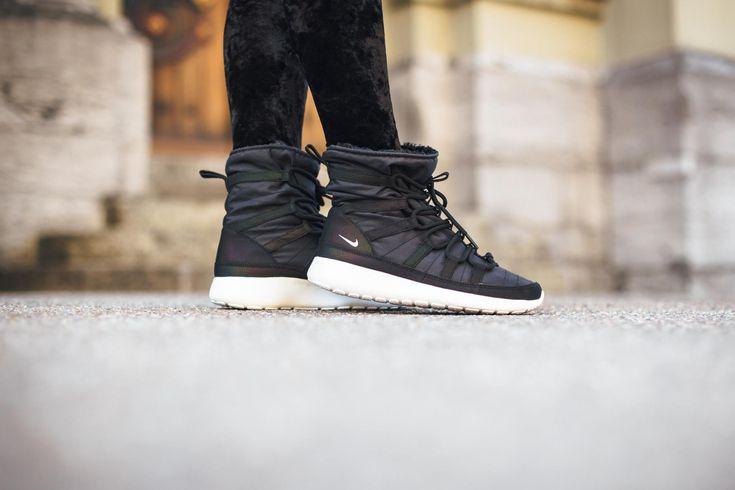 meet 814dd b4a79 ... womens nike roshe one hi print black sneakerboots .