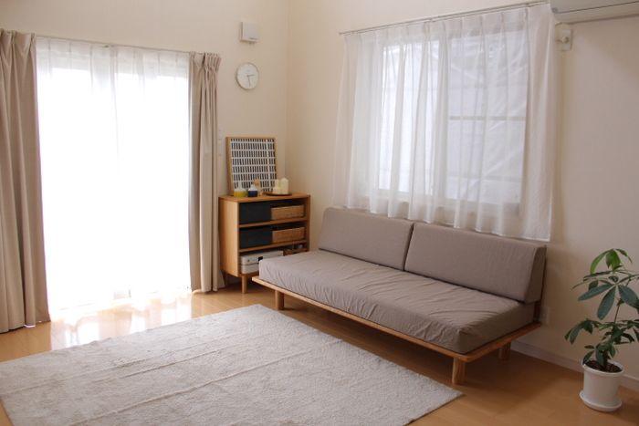 スモールサイズの木製ベッドフレームに、専用のオプションパーツを組み合わせれば、ソファベッドとしても使用できます。