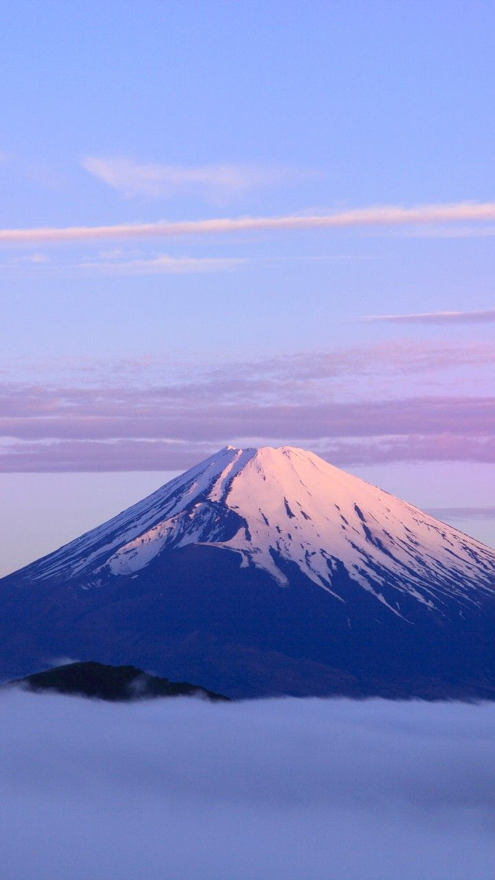 A Lonely Mountain Beautiful Wallpapers In 2019 Mountains