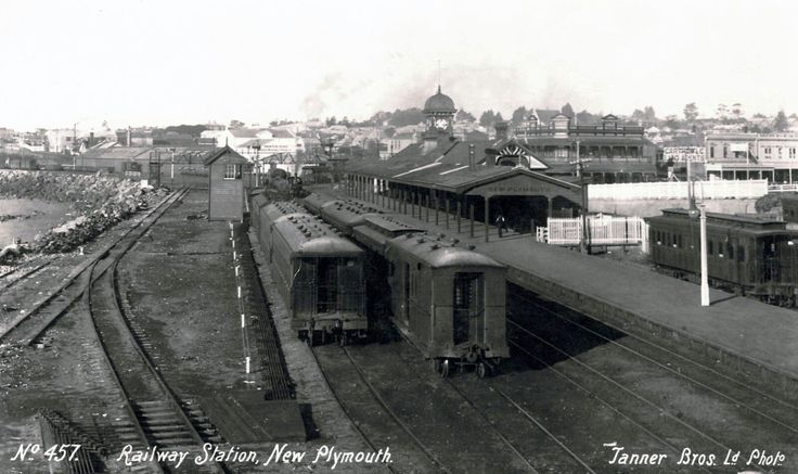 NZR action at New Plymouth station, early 20th century image Transpress NZ