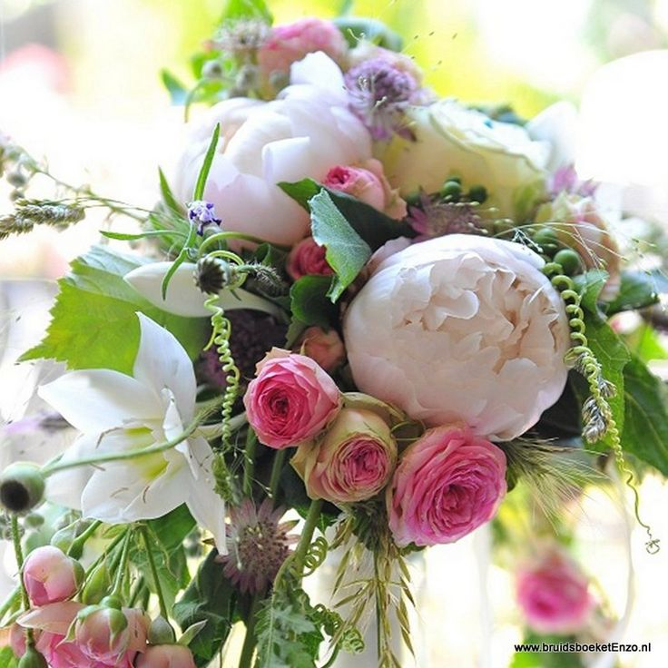 prachtig bruidsboeket voor de zomer. Door Bruidsboeket & Zo