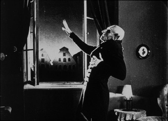 Still of Max Schreck in Nosferatu (1922)