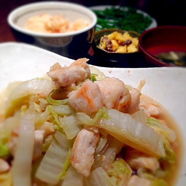 今週は冷凍庫使い切り週間。 本日は鶏ムネ肉と、混ぜ御飯の具を消費(^_^)v - 15件のもぐもぐ - 白菜と鶏ムネの中華風炒め&タケノコごはん&サツマイモとレーズンのサラダ by misa5311