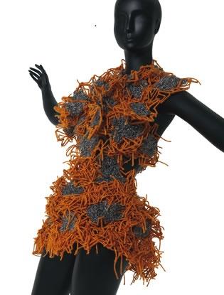 Atuendo conceptual-cuerpo con texturas · TABATA MARTINEZ · Taller experimental proyección 2011 · Colegiatura Colombiana · Medellín-Colombia