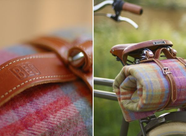 note to self....definitely get a cute lil blanket holder and gorgeous wool blanket to go with your bike
