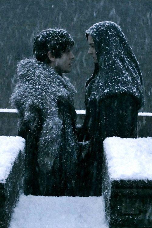 Iwan Rheon As Ramsay Bolton And Sophie Turner As Sansa Stark Season 5 Game Of Thrones Iwan