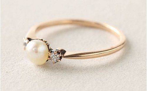 Pearl engagement ring....yes please!