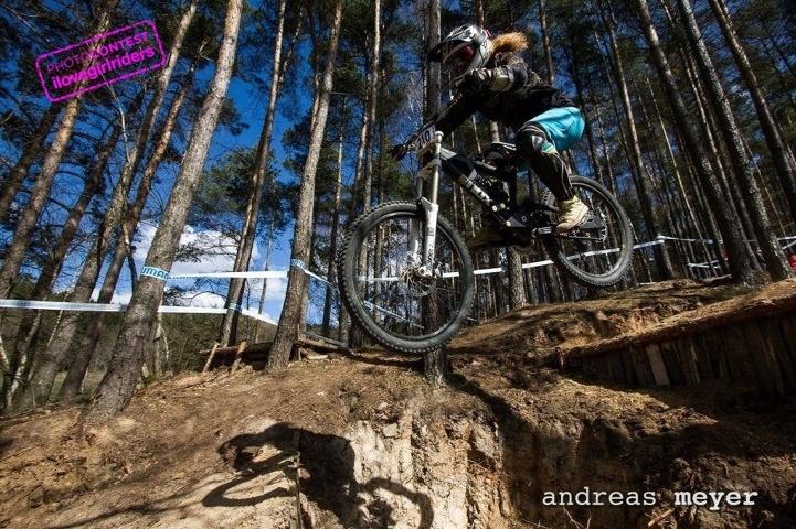 Rider: Sophie Roßmann - Photo: Andreas Meyer | VOTE » www.ilovegirlriders.com/en/photo-contest-spring - #ilovegirlriders #iamagirlrider #ilgr #girlriders #photocontest #photo #contest #mtb #cycling #downhill #road #bmx