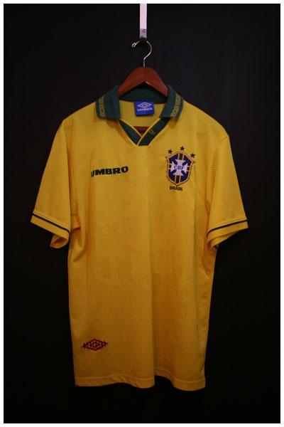 1993 to 1994 BRAZIL HOME SHIRT, SIZE LARGE [BRAZ9394HL1001] - £39.99 : • Classic Football Shirts • Vintage Football Shirts • Retro Football Shirts • Old Football Shirts, | www.footballshirtboutique.com |