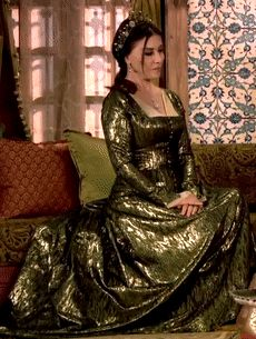Valide Ayse Hafsa's metallic green dress, 1x02 - Magnificent Wardrobe