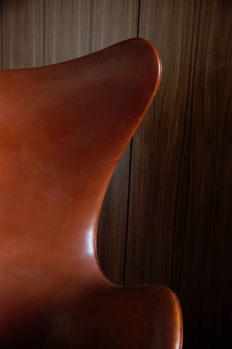 timeless chair: Leather Egg, Interior, Eggs, Arnejacobsen, Furniture Chairs, Brown, Leather Chairs, Egg Chair