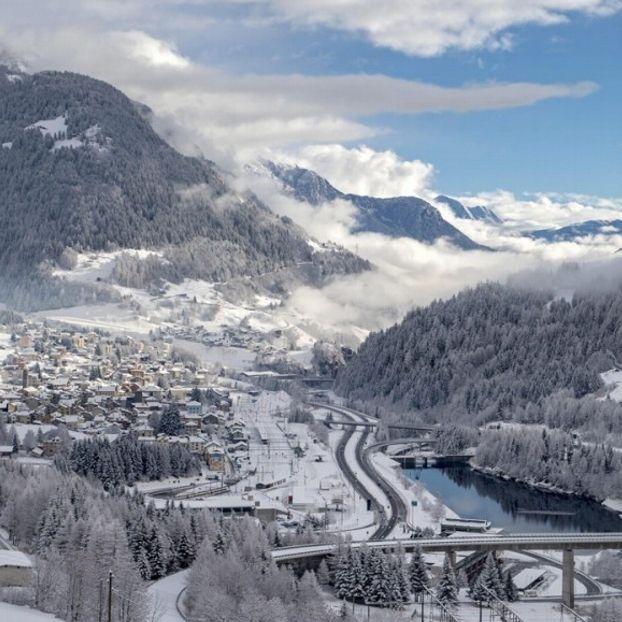 La Valle Leventina innevata vicino ad Airolo, #Svizzera