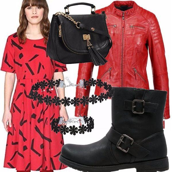 Che look stuzzicante. Il vestitino rosso a fantasia con stampe nere a maniche corte è davvero bello! Lo abbino a un giubbino di pelle rosso, bikers comodi per la city, borsa a tracolla nera e collanina e bracciale in finto pizzo neri.