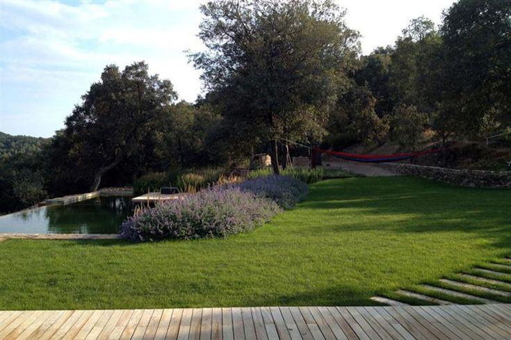 Le jardin verdoyant constitue un parfait exemple du paysage d'Europe du sud