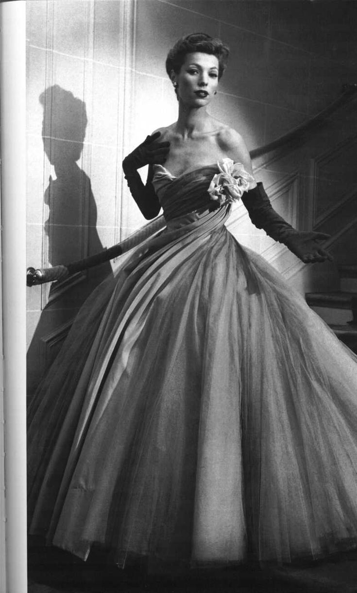 dior-evening dress with lots of petticoats 1950s