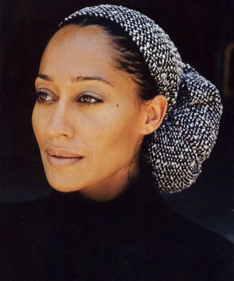 How To Wrap Your Hair Like Tracee Ellis Ross: Buy pretty bouclé scarf. Wrap hair.
