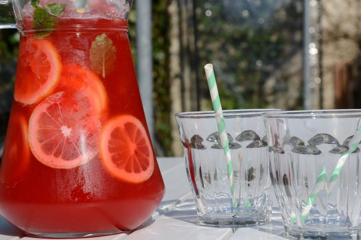 Sparkling raspberry lemonade - recipe in Danish