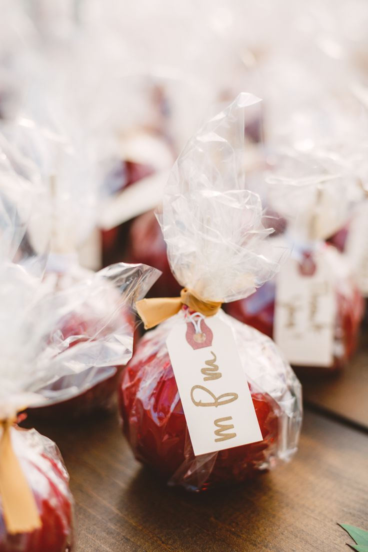 Apple wedding favors - wedding in The Peach Orchard | Photography : marymargaretsmith.com | http://www.fabmood.com/a-cozy-fall-wedding-in-the-peach-orchard #peach #fallwedding