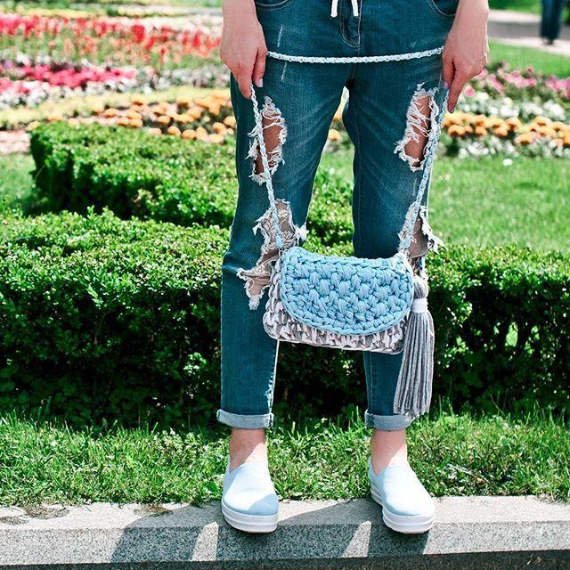 Очень нежная комбинированная сумочка из трикотажной пряжи💙 Размер 25×17 см💙 Цена от 480 грн в зависимости от количества цветов💙 За фото большое спасибо @bilykstudio💙💋 Viber 80992858726, Direct #handmade #crocheting #crochetbags #bags #springbags #cloutch #i_love_create #handbag #summer #madeinukraine #вяжуназаказ #сумкикрючком #сумкиручнойработы #дизайнерскиесумки #сумкивналичии #сумкиназаказ #модныесумки #авторскиесумки #клатч #летняясумка #весна  #мода #девочкитакиедевочки #украина…