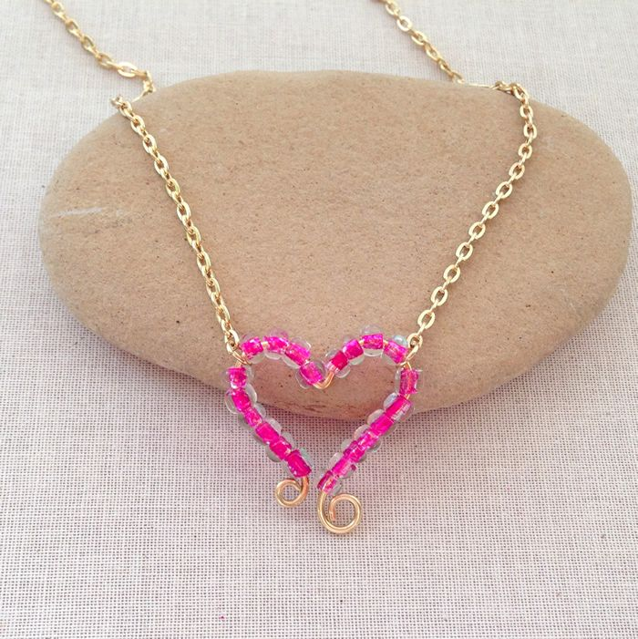 Free tutorial to make this cute valentine beaded heart pendant necklace.  Lisa Yang's Jewelry Blog: DIY Beaded Heart Frame Necklace Pendant