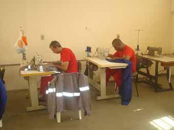 Detentos de Unaí são contratados por empresa de confecção de uniformes | FarolCom