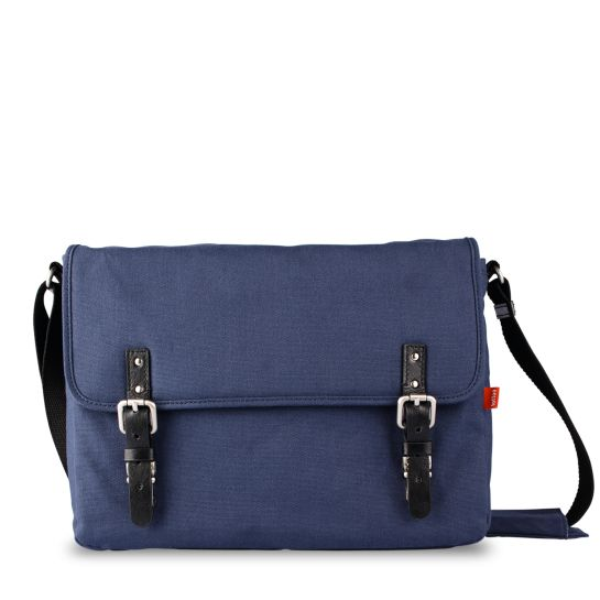 Toffee Cases Navy Fitzroy Satchel #11inch #13inch #15inch #waxedcanvas #leather  Shop here >> http://www.toffeecases.com/en/home/38-fitzroy-satchel.html#/size-13_macbook_pc/color-navy_canvas