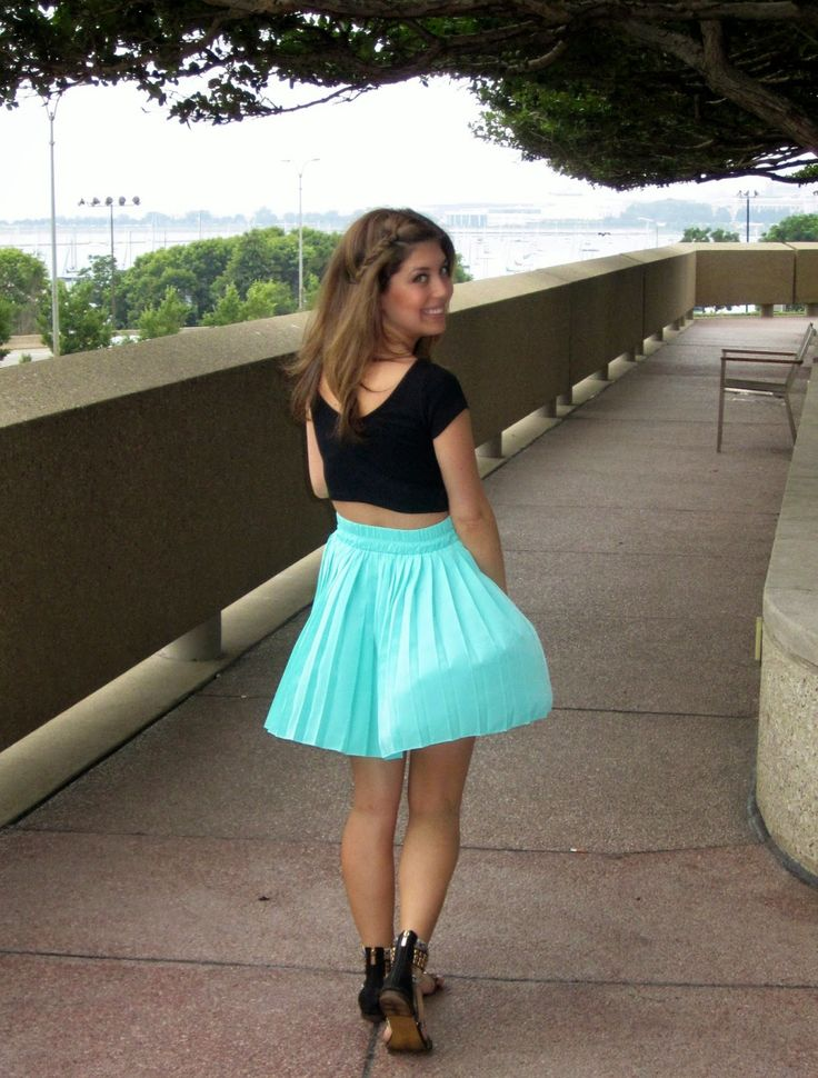 Pleasantly Petite Fashion Lifestyle Blog Casual Cute Brunch Attire Windy Skirts