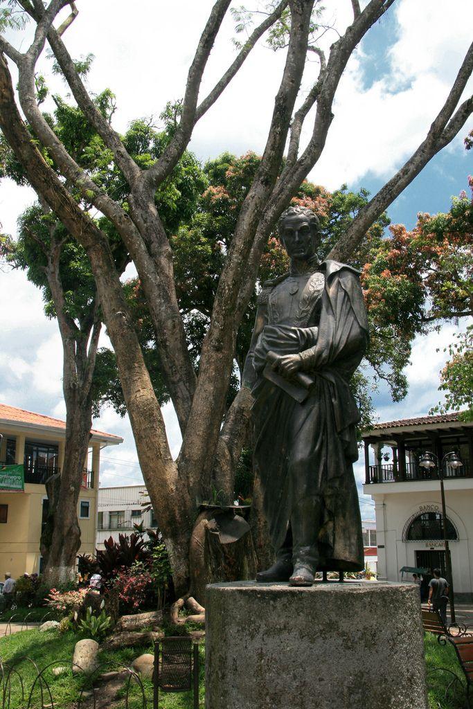 Estatua de Simón Bolívar - parque principal de Montenegro