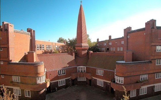 'Het Schip' or The Ship is a structure build according to the ideals of the 'Amsterdamse School' (Amsterdam School). The Amsterdam School was a movement between 1910 and 1930. One of the characteristics of this style is the use of bricks.