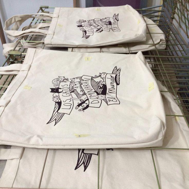Serigrafía textil, en Taller Pino Gay, por Vania Escudero (2016)
