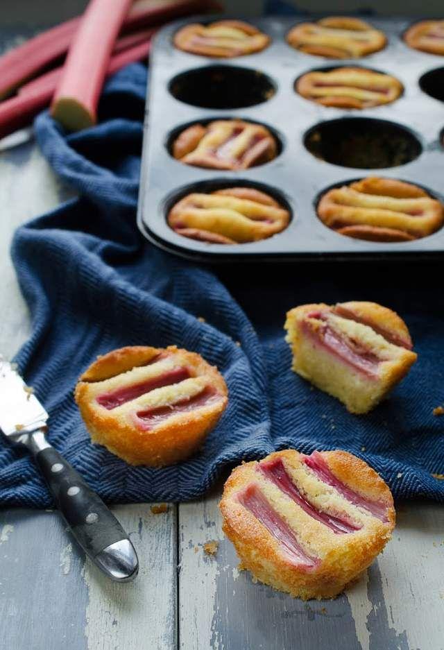 Supersaftiga rabarbermuffins med mandel