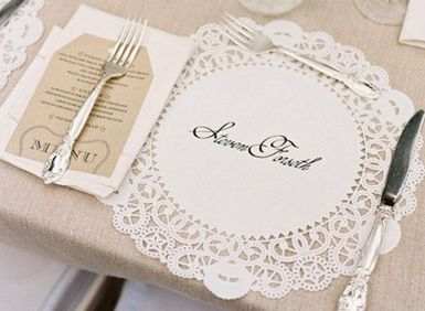 name place setting doily - Place setting - brown paper - calligraphy - name setting - table styling - wedding food - event styling idea