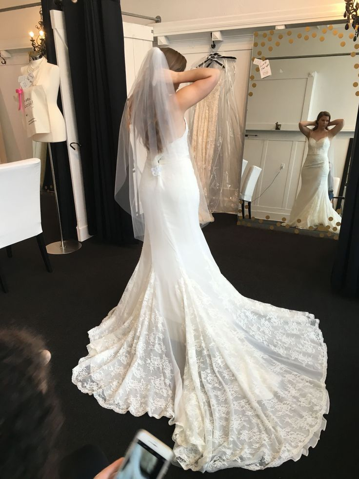 SELLING MY WEDDING DRESS BRAND NEW TRYING TO SELL AS SOON POSSIBLE