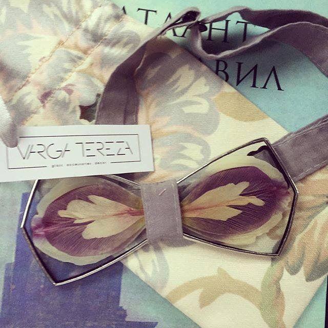 Flower glass bowties #flowers #artflowers #creativity #homedecor #glass #wood #bowties #terezavarga http://shop.terezavarga.com