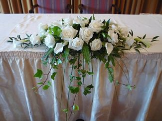 calla lily rose corsage | long & low arrangement of white calla lilies, roses and trailing ivy