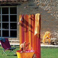 Une douche en plein air aux couleurs vives - Marie Claire Idées