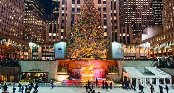 New York, United States: How much have we all loved the absolutely beautiful presentation of the Christmas time in the movie Home Alone 2: Lost in New York. Well, the New York city is next on the list for the perfect winter getaway for its world renowned Christmas celebrations.