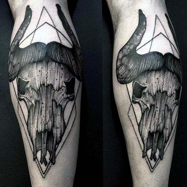 70 Bull Craneo Disenos De Tatuajes Para Los Hombres Las Ideas Occidentales Tatuajeclub Com Bull Skull Tattoos Skull Tattoo Tattoos