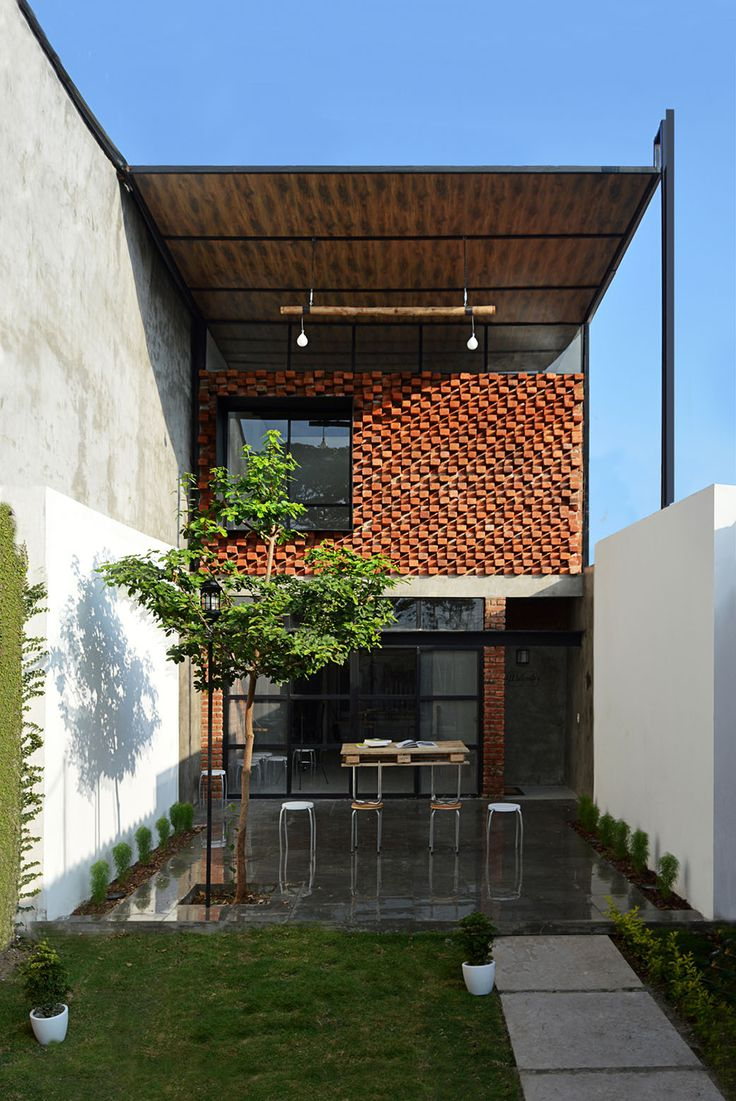 Image 1 of 21 from gallery of The Little Atelier / Natura Futura Arquitectura. Courtesy of Natura Futura