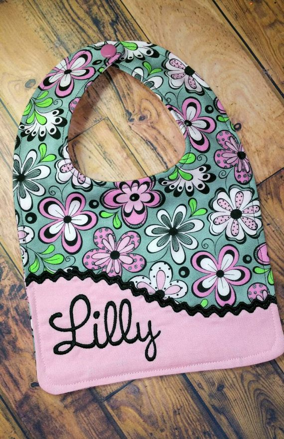 Personalized Bib Grey and Pink Floral Bib por MooMoosBowtique